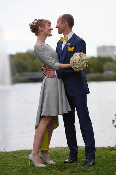 Hochzeitskleid am See