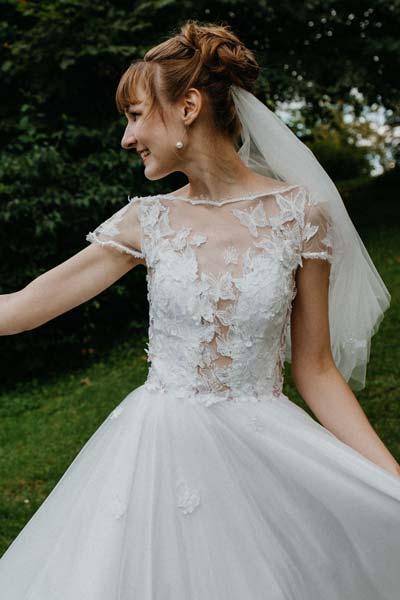 Hochzeitskleid mit Schmetterlingen