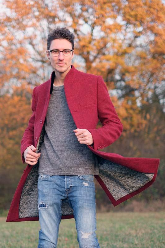 Roter Herrenmantel mit Harris Tweed