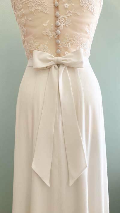 Hochzeitskleid mit Schleife